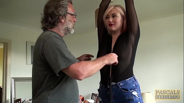 Kinky Misha Mayfair wurde vor dem Verkosten von Sperma anal zerstört
