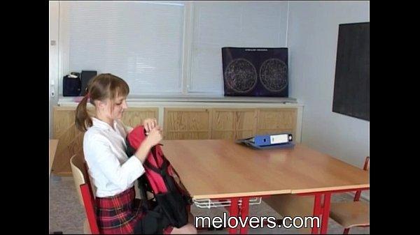 Sian And Hery kaum legal Teenager Sex in der Schule Klassenzimmer 32